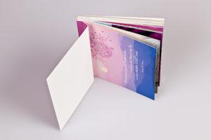 Postkartenbuch mit Abrissperforation zum Heraustrennen der Postkarten